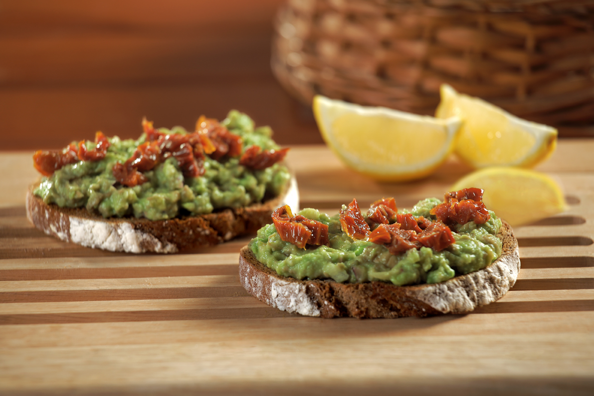 Bruschetti with guacamole and dried tomatoes