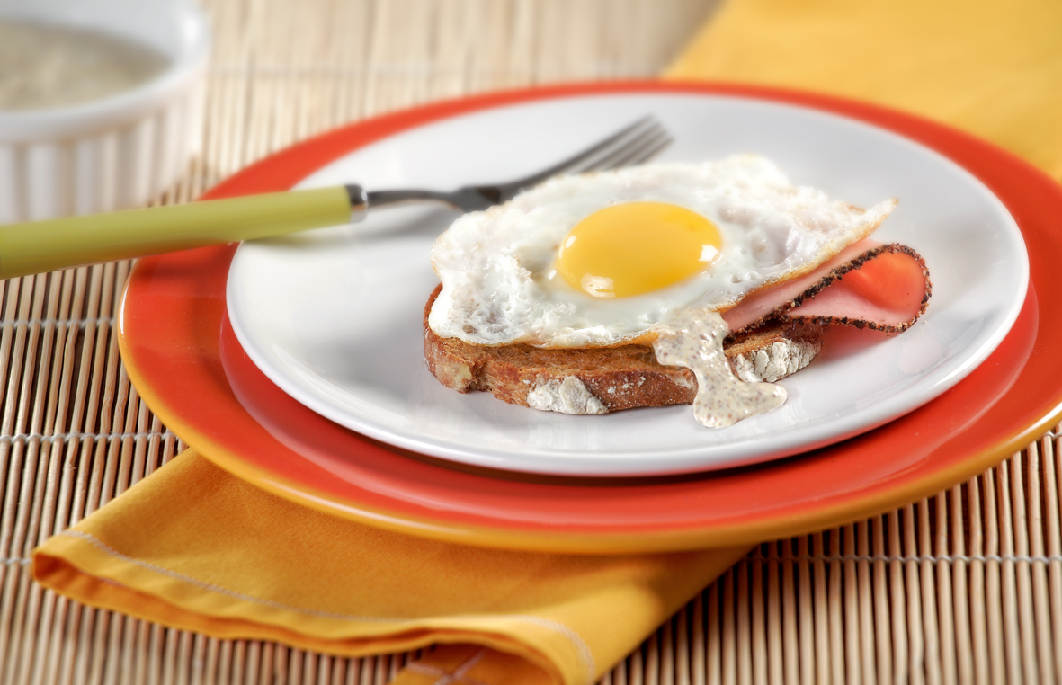 Crostini with eggs and ham